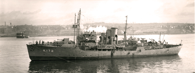 HMCS Trillium in 1941, after she was transferred to the Royal Canadian Navy from the Royal Navy. [PHOTO: LIBRARY AND ARCHIVES CANADA—PA105713]