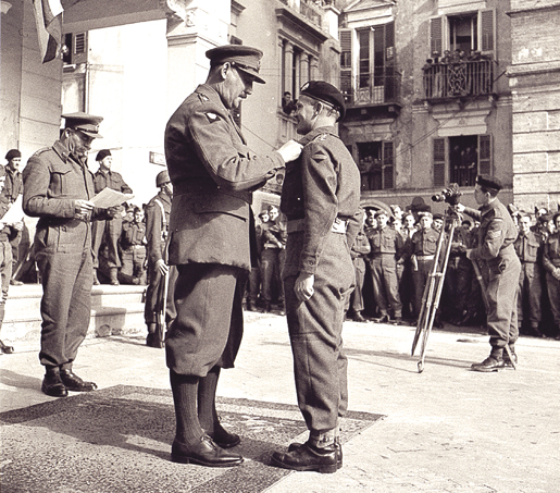 Gen. Oliver Leese presents the Military Cross to Capt. J.L. Buchan of the Calgary Regt. [PHOTO: ALEX STIRTON, LIBRARY AND ARCHIVES CANADA—PA144107]