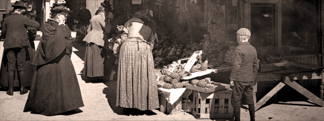 Customers visit a St. Lawrence Market fruit stand in the early 1900s. [PHOTO: ARCHIVES OF ONTARIO—F4436-0-0-0-113]