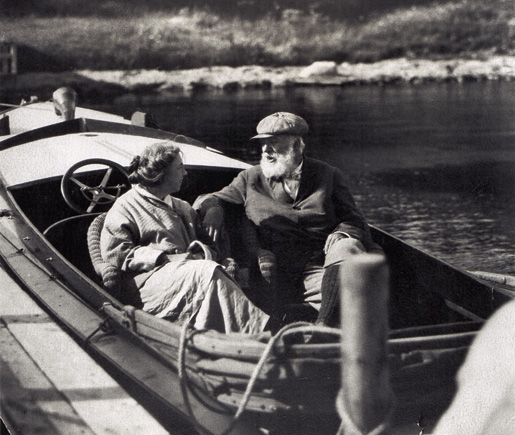 Bell and his wife Mabel in their motorboat at Baddeck in 1914. [PHOTO: LIBRARY AND ARCHIVES CANADA—PA089114]