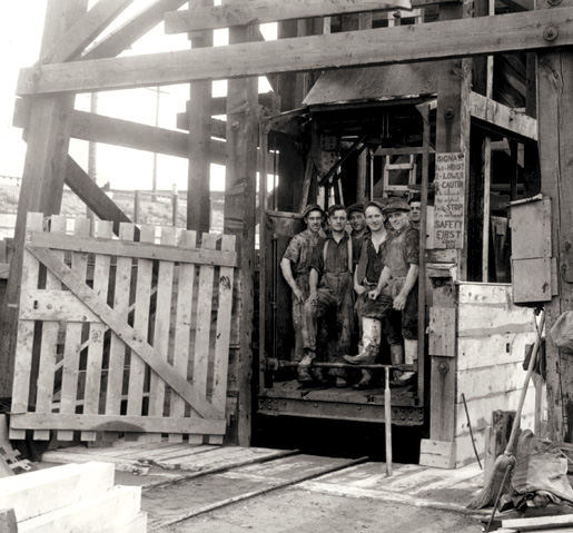 An elevator transports workers to Toronto's underground waterworks in 1910. [PHOTO: ARCHIVES OF ONTARIO—RG 2-71, SHA-87]