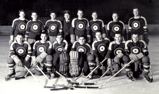 An RCAF hockey team at Boundary Bay, B.C., February 1943. [PHOTO: NATIONAL DEFENCE, LIBRARY AND ARCHIVES CANADA—PA136727]