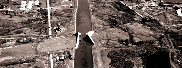 Construction of a diversion canal at Cornwall, Ont. [PHOTO: LIBRARY AND ARCHIVES CANADA—C-022733]