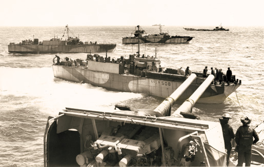Landing craft off the stern of HMCS Prince David. [PHOTO: DONOVAN JAMES THORNDICK, LIBRARY AND ARCHIVES CANADA–PA129056]