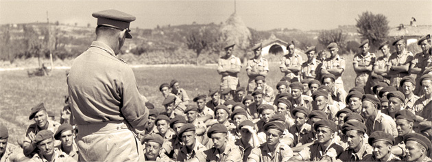 General Sir Oliver Leese thanks troops for their success in Italy. [PHOTO: LIBRARY AND ARCHIVES CANADA—PA167306]