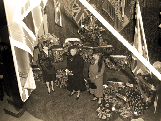 Princess Alice (centre), wife of Canadian Governor General, the Earl of Athlone, launches the annual Poppy Day campaign during the Second World War. [PHOTO: LEGION MAGAZINE ARCHIVES]