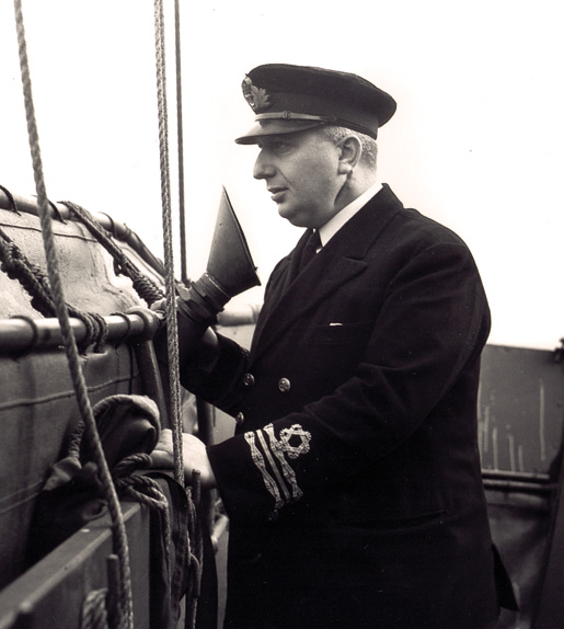 Lieutenant-Commander George Stephen, RCNR. [PHOTO: LIBRARY AND ARCHIVES CANADA—PA105775]