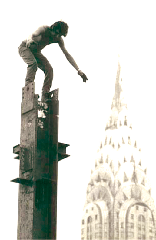 A Kahnawake ironworker atop a column in New York City in the 1960s. [PHOTO: KANIEN'KEHAKA ONKWAWENNA RAOTITIOHKWA CULTURAL CENTER]