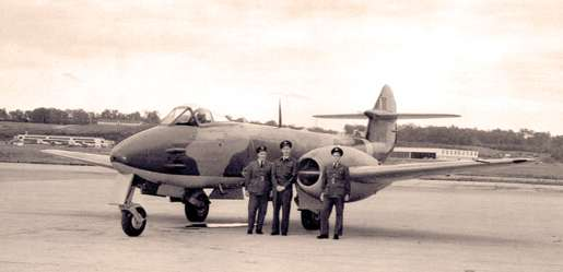 Pilots, including William H. McKenzie and Everett L. Baudoux, pose with a Gloster Meteor at Ottawa, October 1945. [PHOTO: LIBRARY AND ARCHIVES CANADA—PA065617]