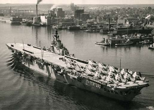 HMCS Magnificent, with her deck crowded with Avengers, mid-1950s. [PHOTO: LEGION MAGAZINE ARCHIVES]