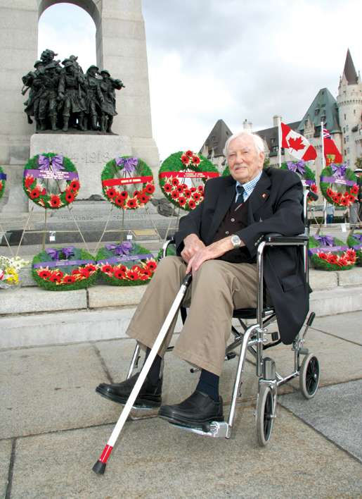 Canadian Merchant Navy veteran Gordon Thomas, 95, of Ottawa attends merchant navy remembrance ceremonies at the National War Memorial in Ottawa, Sept. 13, 2009.  Thomas served  10 years in the merchant navy and was chief engineer on board the freighter Western Park from 1944 to 1946. [PHOTO: DAN BLACK]