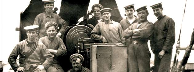 Crew members of HMCS Niobe pause for a photograph taken before the First World War. [PHOTO: LIBRARY AND ARCHIVES CANADA—PA139190]