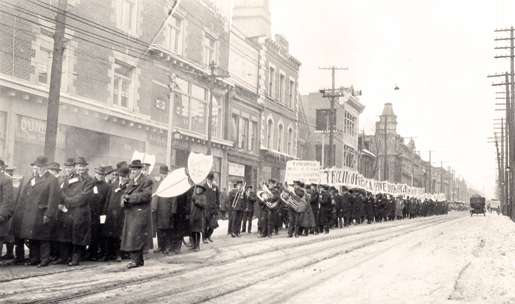 An anti-prohibition parade on Yonge Street, Toronto, March 1916. [PHOTO: JOHN BOYD, LIBRARY AND ARCHIVES CANADA—PA072524]