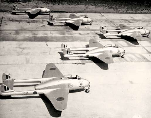 Vampires on the tarmac. [PHOTO: CANADA AVIATION MUSEUM]