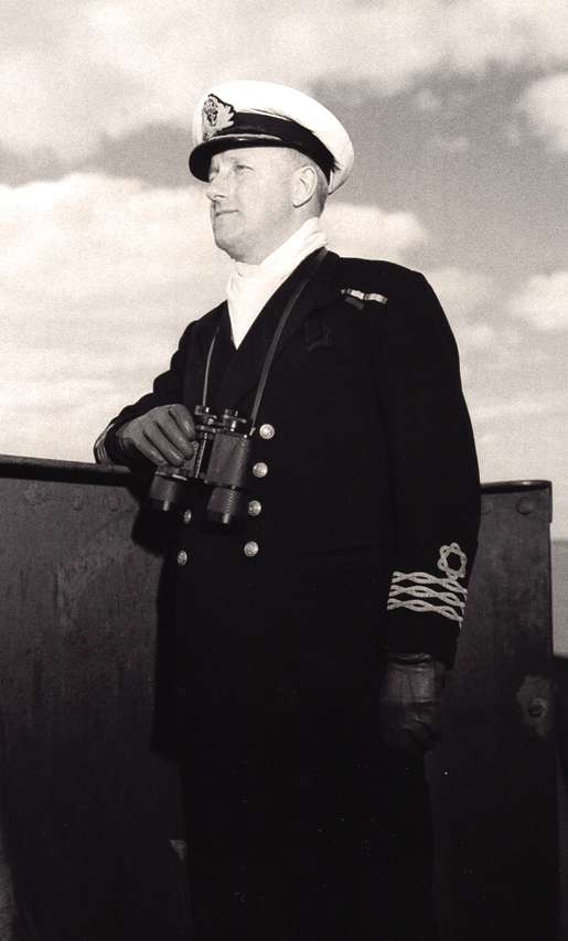 Captain W.B. Armit, January 1941. [PHOTO: V.J. FLOWERS, DND/LIBRARY AND ARCHIVES CANADA—PA104531]