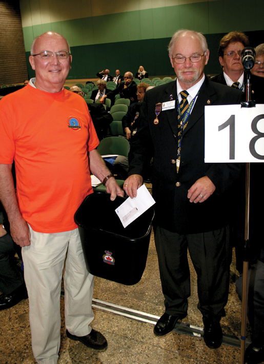 Scrutineer Bill Potter collects a donation from Legionnaire Mike Gibbons on behalf of Memorial Branch in Owen Sound, Ont. [PHOTO: JENNIFER MORSE]