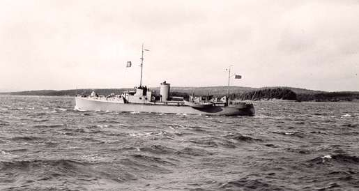 HMCS Adversus off Halifax, 1940. [PHOTO:  LIBRARY AND ARCHIVES CANADA—PA104408]