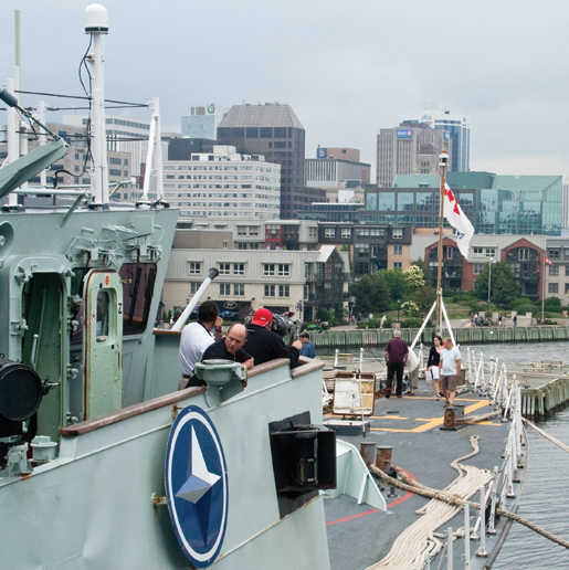 Crowds visit HMCS Toronto. [PHOTO: TOM MacGREGOR]
