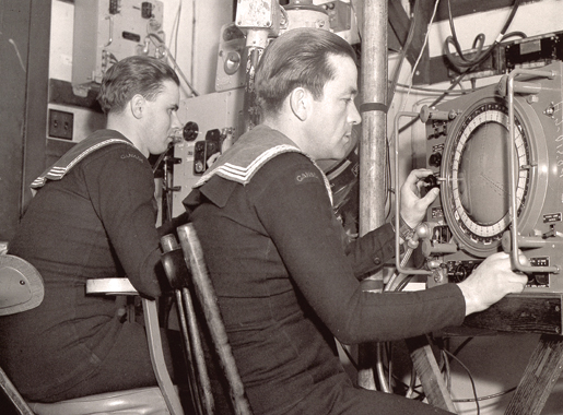 Radar training at Ste. Hyacinthe, Que. [PHOTO:  LIBRARY AND ARCHIVES CANADA—PA204276]
