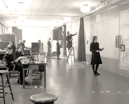 The Operations Plotting Room at Naval Service Headquarters in Ottawa, November 1943. [PHOTO: LIBRARY AND ARCHIVES CANADA—PA134337]