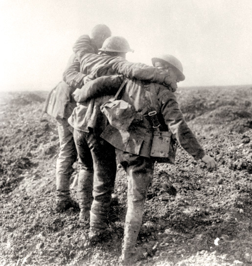 Assisting the wounded at Vimy Ridge. [PHOTO: LIBRARY AND ARCHIVES CANADA – PA001439]