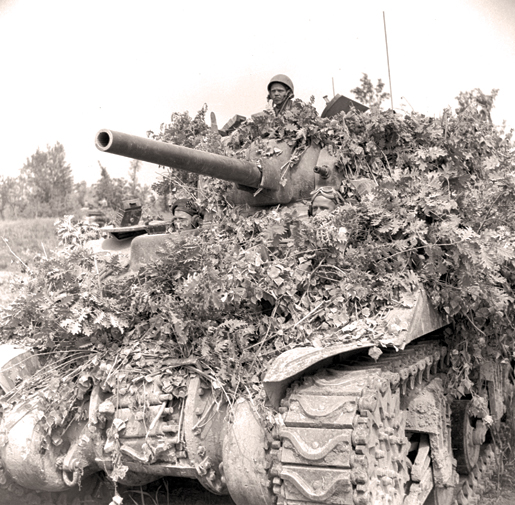 Well-camouflaged, a tank of the Ontario Regiment advances on San Angelo, Italy, May 1944. [PHOTO: ALEXANDER STIRTON, LIBRARY AND ARCHIVES CANADA—PA114462]
