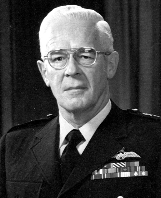 LIEUTENANT-GENERAL WILLIAM CARR [PHOTO: CANADIAN FORCES]