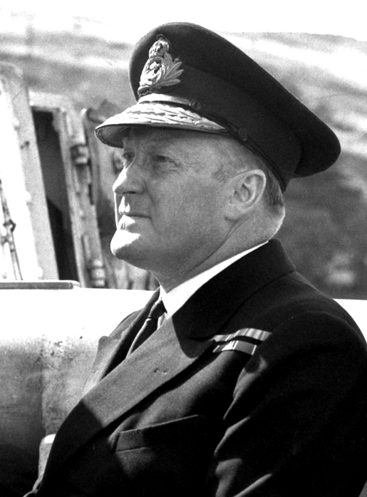 REAR-ADMIRAL LEONARD MURRAY [PHOTO: LIBRARY AND ARCHIVES CANADA—PA141630]