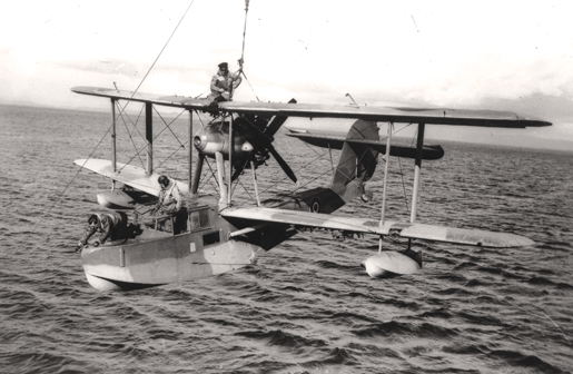 Air and sea rescue specialists practice wartime aircraft recovery with a Supermarine Walrus. [PHOTO: LIBRARY AND ARCHIVES CANADA—PA116626]