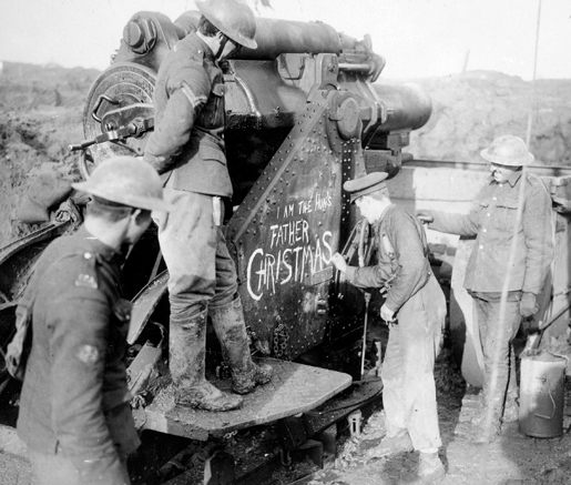 Soldiers write a Christmas message on an artillery piece, November 1916. [PHOTO: CANADIAN WAR MUSEUM—19920085-025]