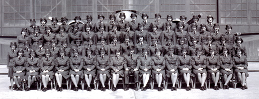 (RCAF) Womens Division. [PHOTO: LIBRARY AND ARCHIVES CANADA PA-144477]