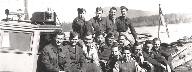 A RCAF Marine Branch crew at Patricia Bay, B.C., 1944. [PHOTO: COMOX AIR FORCE MUSEUM]