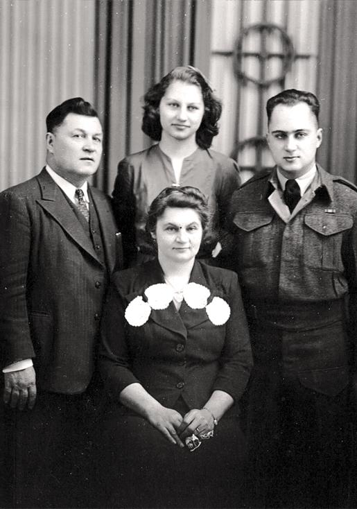 The Boshucks in Winnipeg, 1943. [PHOTO: COURTESY NADIA JARVIS]