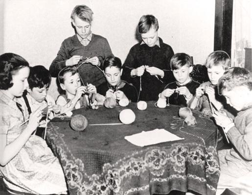 Children assist the war effort by knitting, 1942. [PHOTO: CANADIAN WAR MUSEUM—19920085-1053]