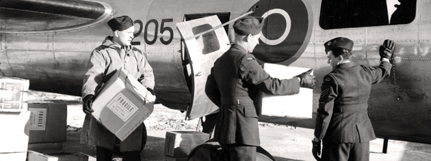Boxes of penicillin are loaded into the Fortress flown by Air Commodore John Plant. [PHOTO: LIBRARY AND ARCHIVES CANADA—PA37267]