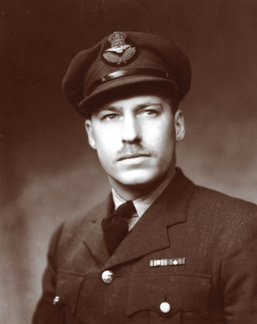 Squadron Leader Laurence Wells. [PHOTO: DEPARTMENT OF NATIONAL DEFENCE—E010988382]