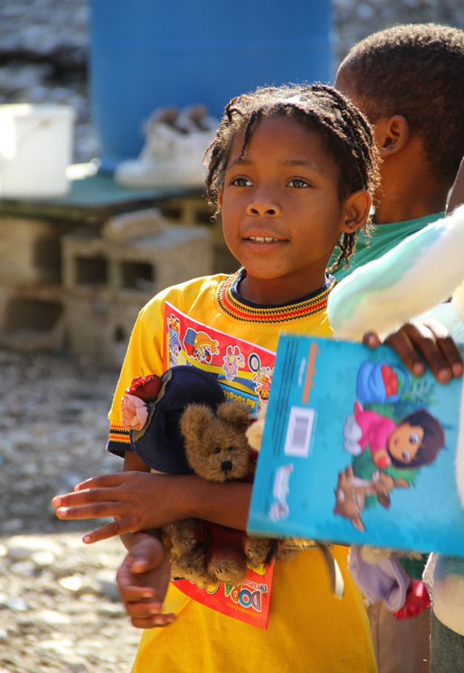 A child shows her appreciation for donated books. [PHOTO: DAN BLACK]