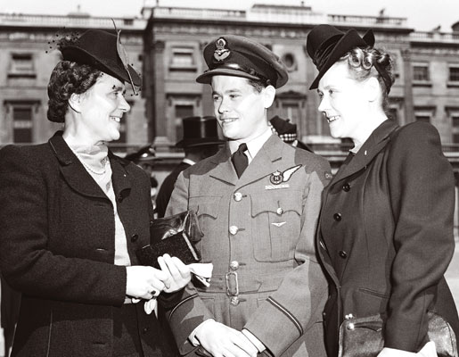 Flying Officer David H. Balmer with relatives outside Buckingham Palace. [PHOTO: AIR FORCE PHOTO—PL-45281]