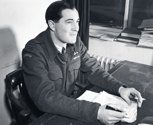 Wing Commander Robert C. Fumerton. [PHOTO: CANADIAN FORCES JOINT IMAGERY CENTRE—PL28865]