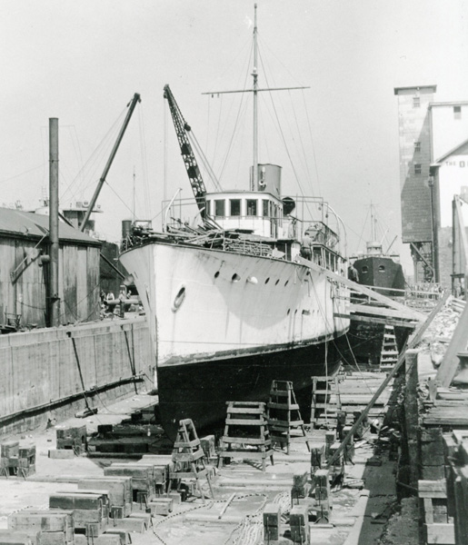 HMCS Otter [PHOTO: LIBRARY AND ARCHIVES CANADA—PA139114]