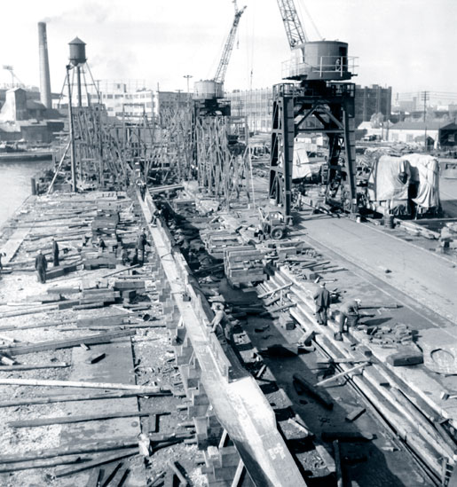 The location of this shipyard used to build Algerine-class minesweepers is not identified, but the date is 1944. [PHOTO: NATIONAL FILM BOARD, LIBRARY AND ARCHIVES CANADA—E000762568]