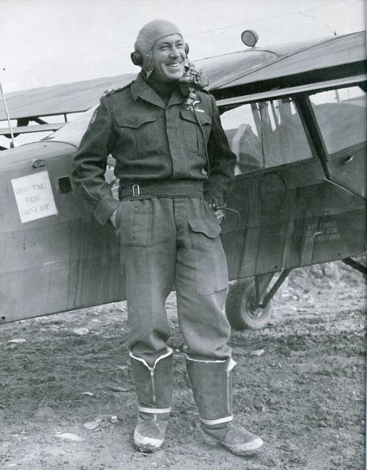 Captain Peter Tees, 1952. [PHOTO: CANADIAN WAR MUSEUM—20050033-004]