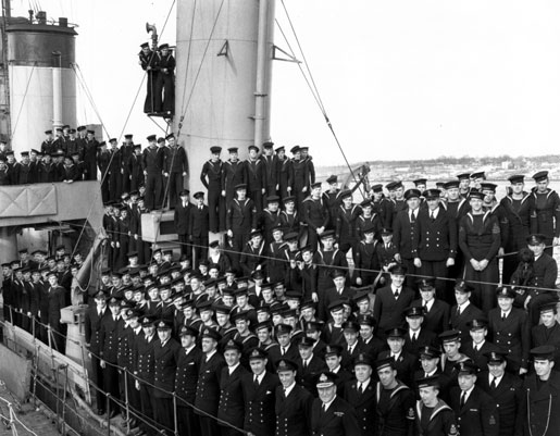 The ship's company of HMCS Assiniboine, Halifax 1941. Lieutenant-Commander  J.H. Stubbs and Rear-Admiral Leonard Murray are in the front row. [PHOTO: LIBRARY AND ARCHIVES CANADA—PA104510]
