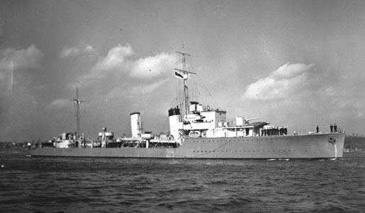 HMCS Assiniboine, November 1940. [PHOTO: LIBRARY AND ARCHIVES CANADA—PA184010]