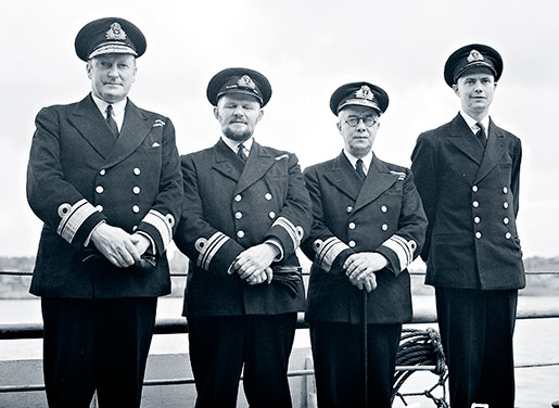 From left: Murray poses with Lieutenant-Commander Guy Windeyer, commanding officer of Wetaskiwin; Vice-Admiral Percy Nelles and Lt.-Cmdr. Ken Dyer, CO of HMCS Skeena. [PHOTO: LIBRARY AND ARCHIVES CANADA—PA198510]