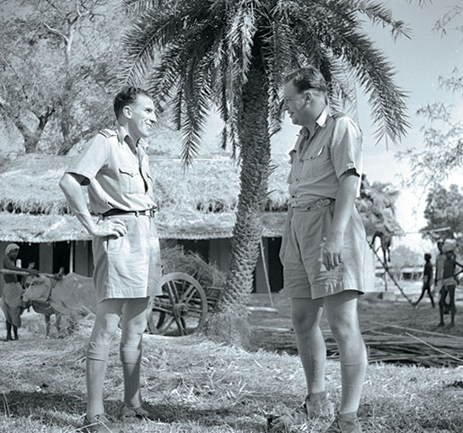 Pilot Officer Jack Portch of Toronto and Flight Lieutenant John Gauntlett of Orillia, Ont., discuss operations. [PHOTO: LIBRARY AND ARCHIVES CANADA—E011084114]
