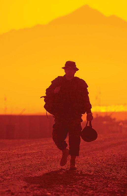 A member of the regiment returns from patrol in Kabul, Afghanistan, April 2004. [PHOTO: SGT. FRANK HUDEC, CANADIAN FORCES COMBAT CAMERA]