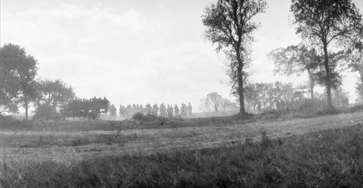 Troops are deployed within 1,000 yards of the enemy during the Battle of Amiens in France, August 1918. [PHOTO: DEPARTMENT OF NATIONAL DEFENCE, LIBRARY AND ARCHIVES CANADA—PA040183]