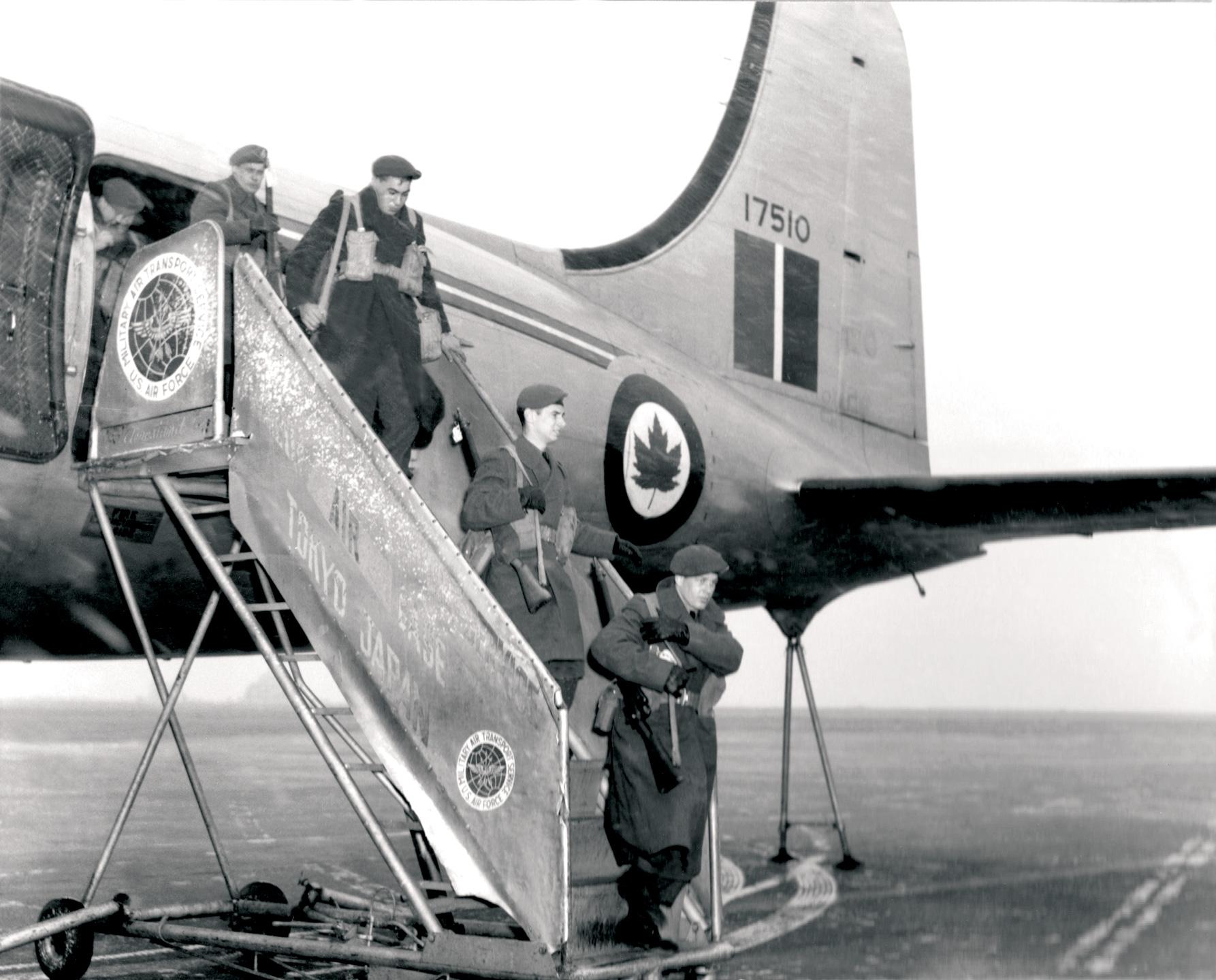 Historic Korean War Photo – Canadian Troops Disembark