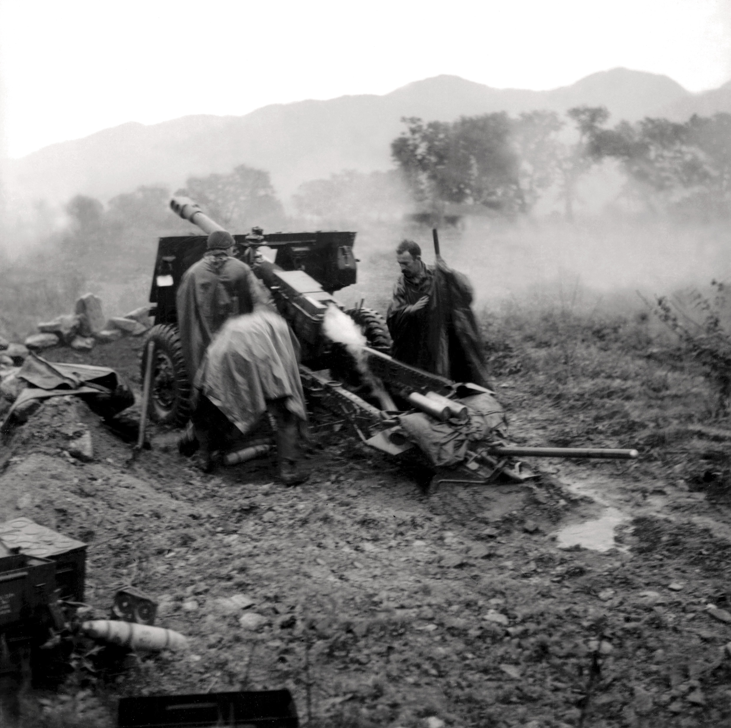 Historic Korean War Photo – A Canadian Gun In Action